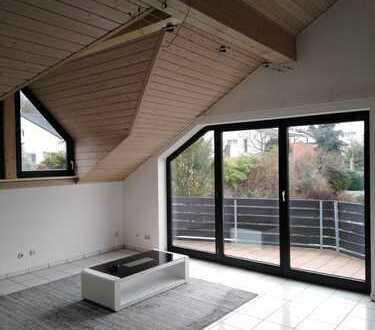 Gepflegte 2-Zimmer-DG-Wohnung mit Balkon in Seeheim-Jugenheim