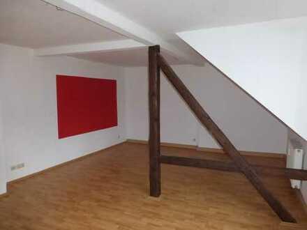 Sanierte DG 3-Raum Wohnung in Lichtenstein in bester Lage