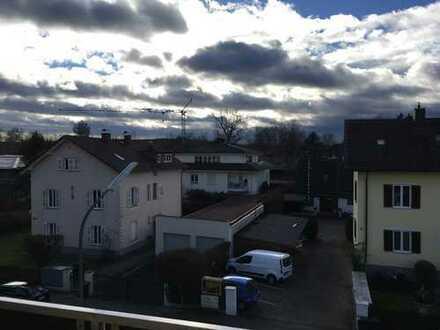 Helle und zentral gelegene 3-Zimmer-Dachgeschosswohnung mit Süd-Balkon in Starnberg
