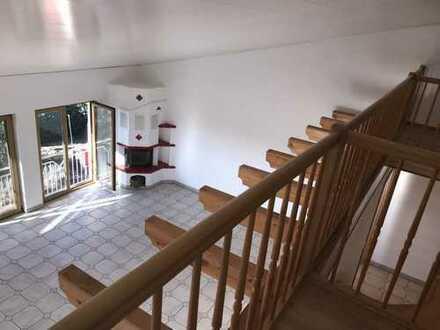 Exklusive, sehr größe 4-Zimmer-Wohnung mit EBK, Garten, modernem Kachelofen und Swimmingpool.