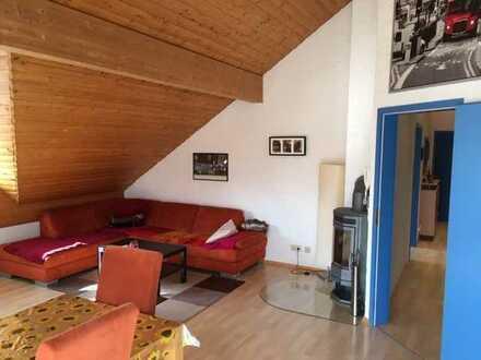 Schöne 4-Raum-Dachgeschosswohnung mit Balkon und Einbauküche in Mackenbach