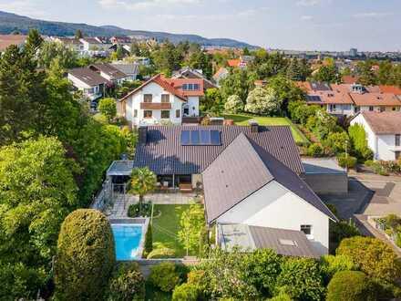 Urlaubsflair in Toplage - Luxus-Pool-Villa mit Sonnengarten und D-Garage!