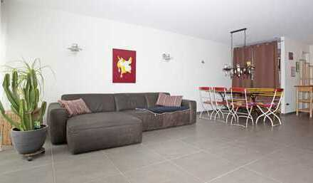 Von PRIVAT: Stilvolle, geräumige und neuwertige 2-Zi.-Wohnung mit Balkon und EBK in Kirchheim u.T.
