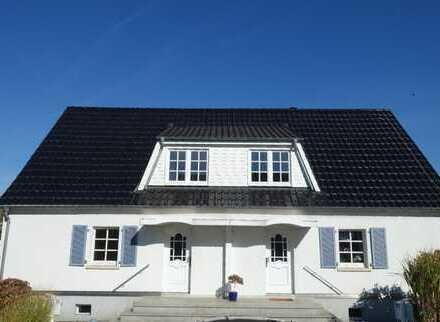 Bergen-Enkheim: Stilvolles freistehendes Doppelhaus in gewachsenem Umfeld