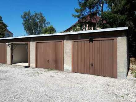 4-Zimmer-Wohnung mit Balkon! Stellplatz und Garage möglich!