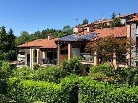 Sehr schöne Drei-Zimmer-Wohnung in ruhiger und sonniger Lage mit Terrasse, Garage, Pool- und Tennis