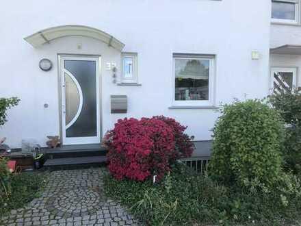 Modernisiertes 5-Zimmer-Reihenhaus mit EBK in Langen (Hessen), Langen