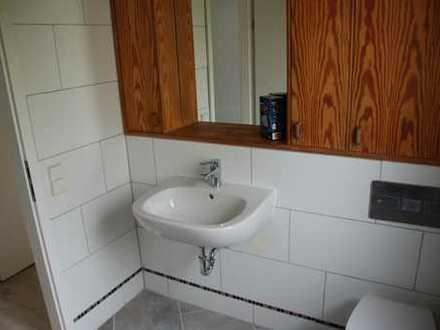 1 Zimmer 16 qm; Kaltmiete 330 Euro; Nebenkosten 100 Euro