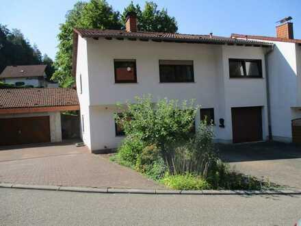 Freundliches und vollständig renoviertes 5-Zimmer-Reihenendhaus zur Miete in Darstein, Darstein