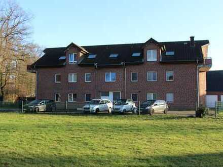 Gepflegte 3-Zimmer-Dachgeschosswohnung mit Balkon und Einbauküche in Hamminkeln