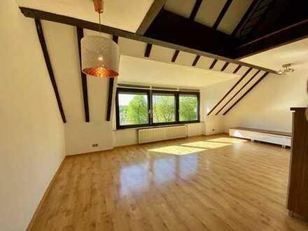 Helle und frisch renovierte 1,5-Zimmer-Maisonette-Wohnung mit EBK in der Nähe der Uniklinik