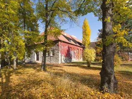 HISTORISCHES BRUCHSTEINGEBÄUDE umgeben von altem Baumbestand sucht Käufer!