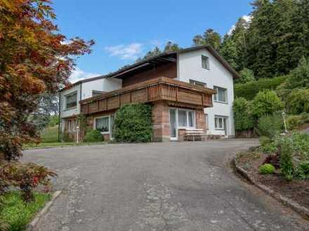 Ein Wohntraum für die ganze Familie mit eindrucksvoller Gartenanlage und malerischem Weitblick