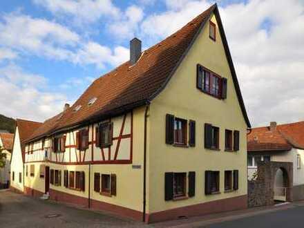 """*HTR Immobilien GmbH* """"Dreiseiten-Anwesen"""", Gebäude-Ensemble mit 3 Wohnhäusern, Scheune, Hof, Garage"""