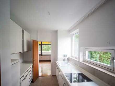 Große 4,5 ZKB Wohnung mit Balkon und Blick ins grüne