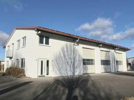Hochwertige Gewerbehalle mit Büroflächen und Wohnung zu vermieten