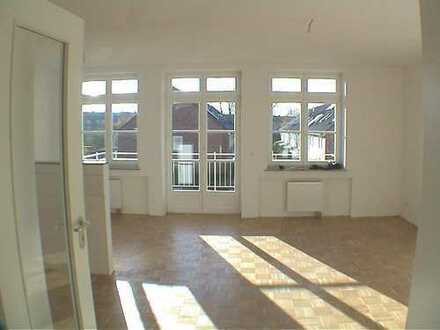 Schöne helle 2-Zimmerwohnung, hochwertige Ausstattung, Südwestbalkon,Einbauküche
