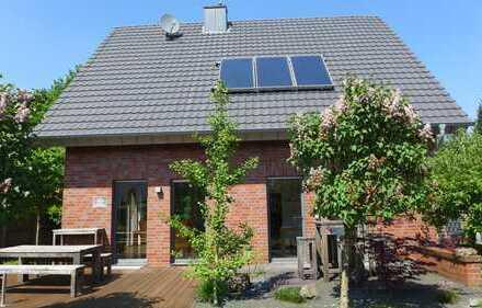 Modernes, freistehendes Einfamilienhaus mit großer Garage zu verkaufen - Rhede Nord -