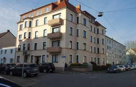 Modernisierte 4-Zimmer-Wohnung mit Balkon und EBK in Bremerhaven