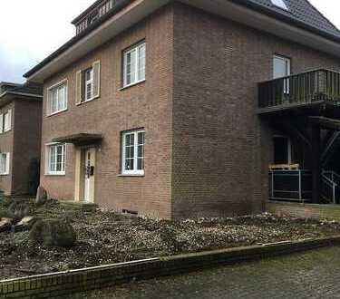 Erstbezug nach Sanierung: geräumige 2-Zimmer-Dachgeschosswohnung zur Miete in Velen