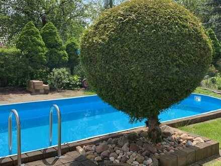 Freistehende Villa in bester Wohnlage von Halle-Dölau, mit Tiefgarage, Gartenhaus und Swimmingpool