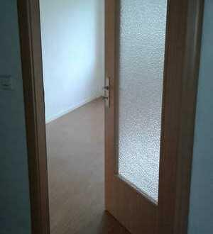 Kleine 1-Zimmerwohnung/ Küche und Bad mit Fenster