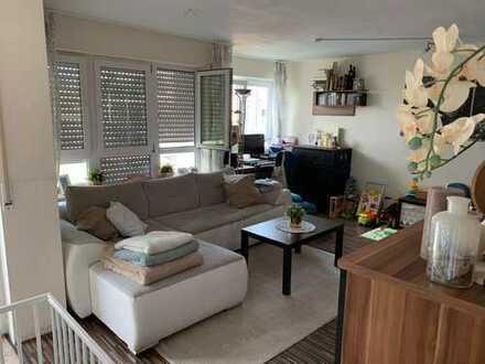 Möblierte 2,5-Zimmer-Wohnung mit Balkon, Tiefgaragenstellplatz & EBK in Winnenden