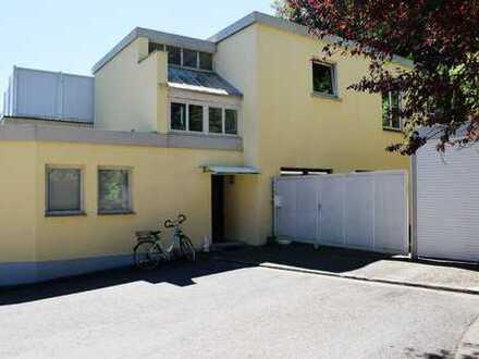 Renditeobjekt! 2ZKB Wohnung mit Garagenhalle in verkehrsgünstiger Lage!