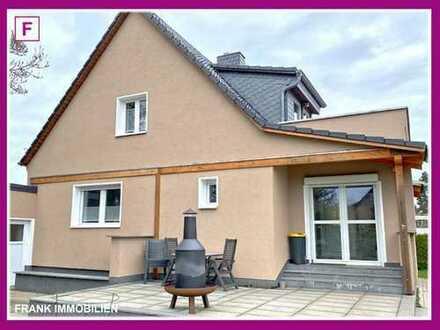 FRANK IMMOBILIEN - Individuelles Einfamilienhaus mit Landhauscharakter in begehrter Lage von Rudow!