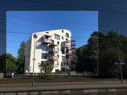 Neuwertige Wohnung mit drei Zimmern sowie Balkon und Einbauküche in Memmingen