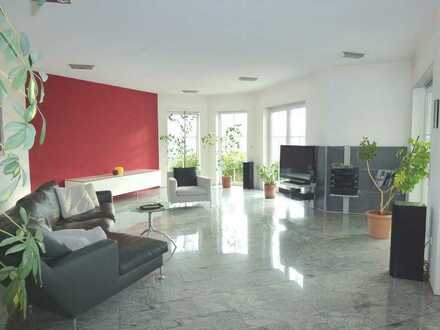Attractive villa with double garage, exclusive kitchen, wonderful view and many extras