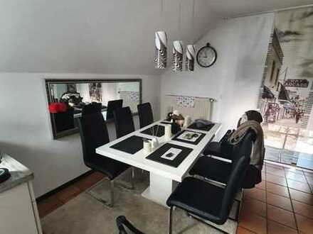 Gepflegte 2 Zimmer Wohnung mit Balkon und EBK in Hanau Großauheim