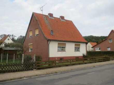 Wohnhaus mit kleinem Nebengebäude