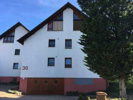 Stilvolle, modernisierte 2,5-Zimmer-Wohnung mit Balkon, Einbauküche und TG in Heimsheim