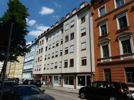 Ruhige 3 Zimmer Wohnung mit neuer Einbauküche, 1 Balkon und 1 Terrasse in der Maxvorstadt