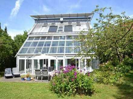 Exklusives Designhaus mit großem Wintergarten