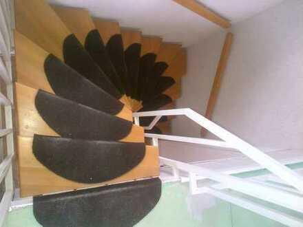 MA-WALDHOF mit TOP-ANBINDUNG - Großes 1,5 Zimmer-Dachstudio mit 2 Bädern und gr. Wohnküche in 4er WG