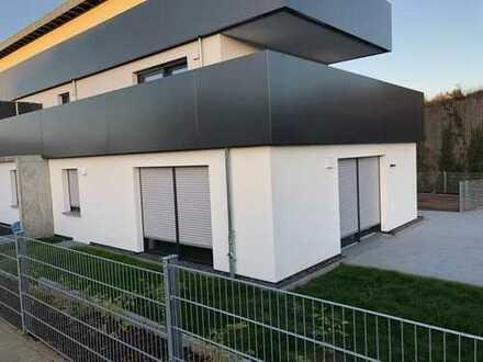 Exklusive 3 Zimmer Neubau Terrassenwohnung auf 95m² mit ca 100m² Garten, EBK ohne Ablöse uvm.!