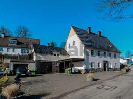 Viel Platz und Möglichkeiten: 8-Zi.-ZFH + vermietetes DG + Werkstatt + Baugrundstück