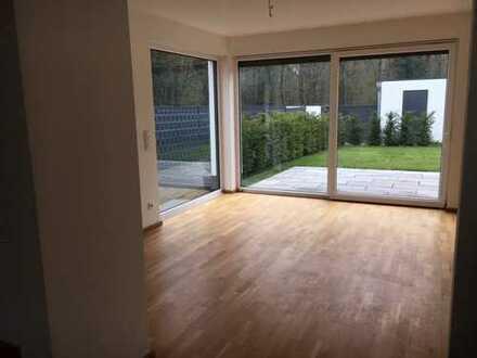 NÄHE ISD- Modernes Haus in Wittlaer-Kaiserswerth mit Einbauküche