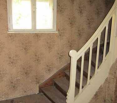 Alte Villa auf großem Grund in gesuchter Lage Feldmoching- renovierungsbedürftig