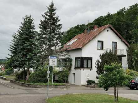 Vollständig renoviertes Einfamilienhaus mit fünf Zimmern und Einbauküche in ruhiger Lage in Namborn