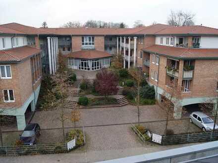Helle seniorengerechte 2-Zi.-Whg. 1. OG WE 13 m. herrlichem Balkon und PKW-Stellplatz