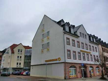 Tolle Dachgeschosswohnung mit Laminat direkt am Markt!