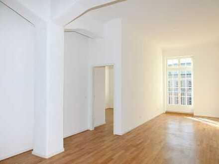 Ab November: Balkon zum Hof | Zentrum | Parkett | 2 Bäder | Einbauküche | 3 Zimmer