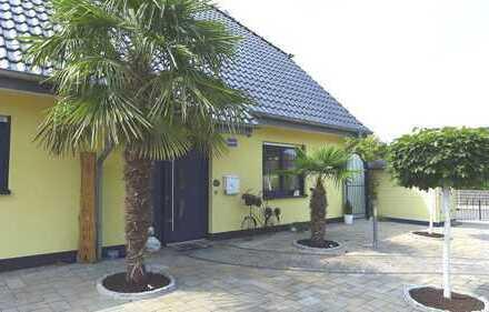 Exkl. neuwert. freist. Einfamilienhaus mit viel Charme - Bj. 2009 - Wfl. 200 m² - TOP Lage
