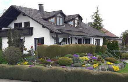 Top gepflegtes und geräumiges Einfamilienhaus in ruhiger Lage mit liebevoll angelegtem Garten