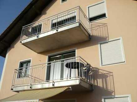 Neuwertige 3-Zimmer-DG-Wohnung mit Balkon in Abensberg/Sandharlanden