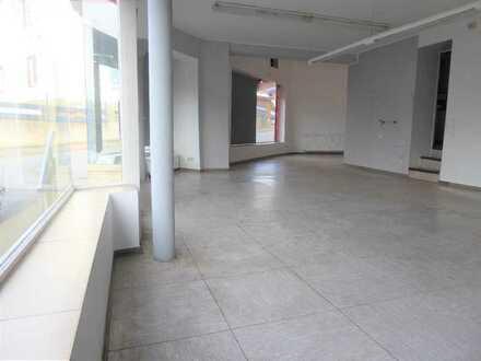 Attraktive Einzelhandels- o. Bürofläche ca.11m Schaufensterfront in direkter Einmün