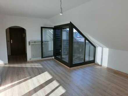2 Zimmer-Dachgeschosswohnung mit Terrasse und herrlichem Blick über Pfersee!